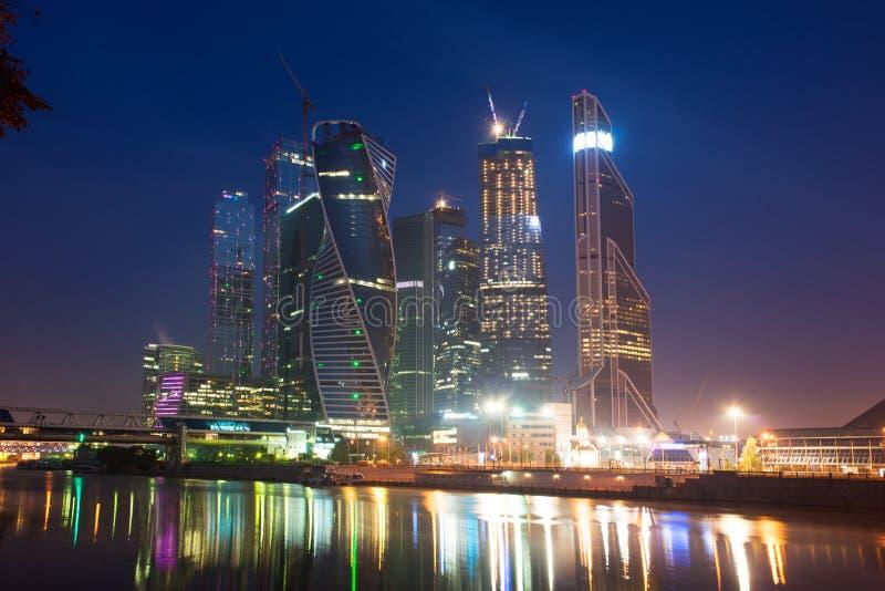 Москв-город (деловый центр Москвы международный) на ноче, Руси стоковое фото rf