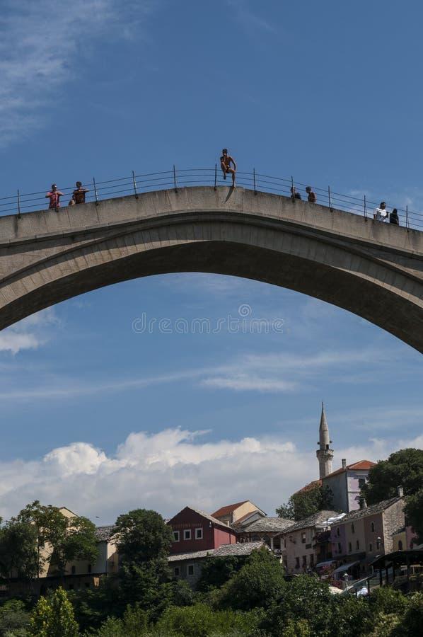 Мостар, Stari больше всего, старый мост, горизонт, скачка, dippings, Босния и Герцеговина, Европа стоковые фото