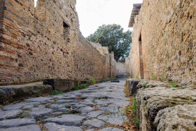 Мостите булыжником улицу - Помпеи - Италию стоковые изображения rf