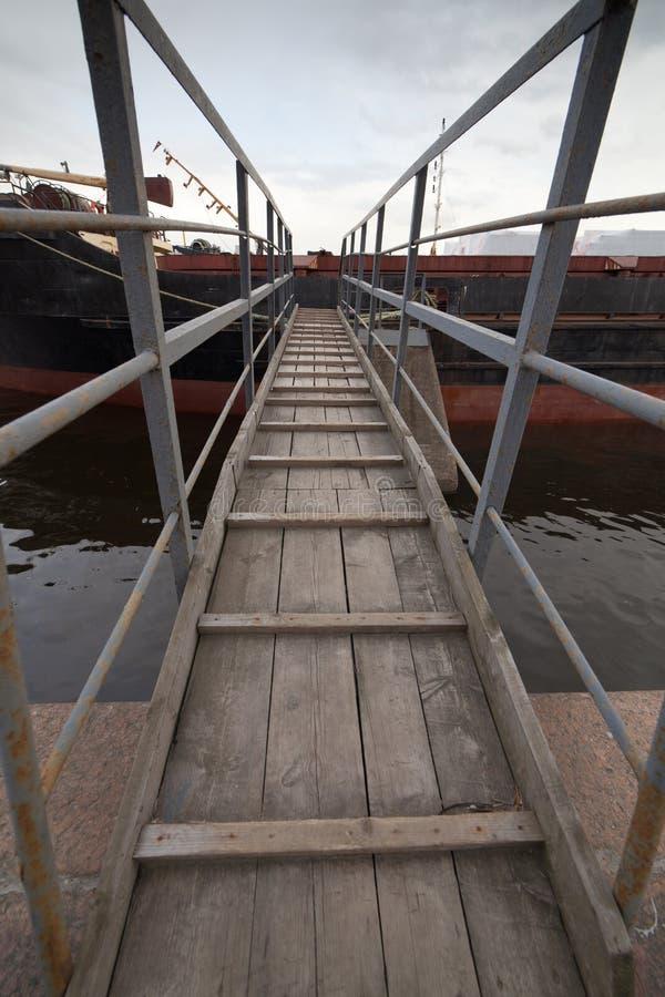 Download Мостк корабля стоковое изображение. изображение насчитывающей мостк - 41658877