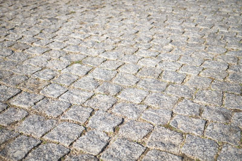 Мостоваая кирпича камня улицы городского центра в Порту, Португалии стоковые изображения rf