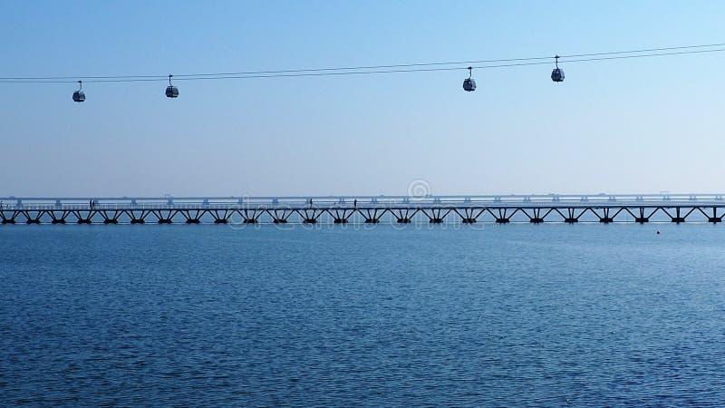 Мосты в Лиссабоне Португалии стоковая фотография rf