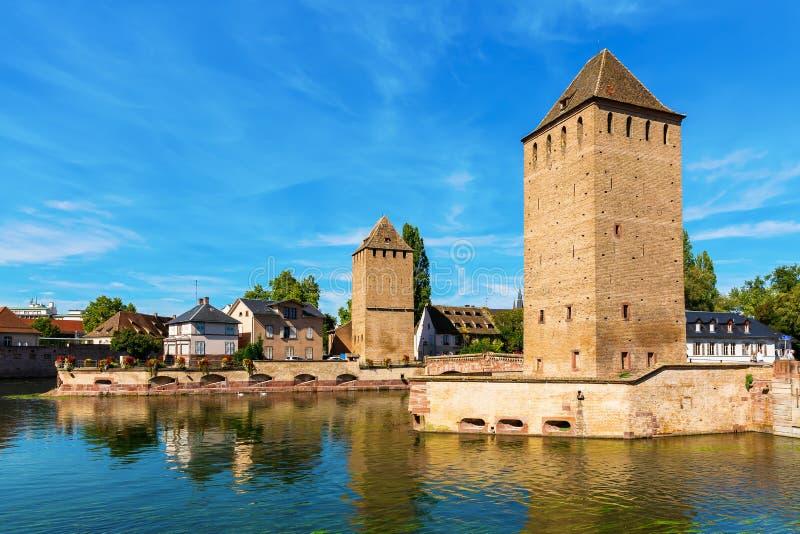 Мосты Ponts Couvert с укрепленными башнями в страсбурге, Франции стоковое фото rf