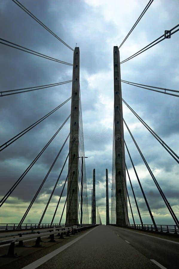 Мост Øresund на бурный день стоковые фотографии rf