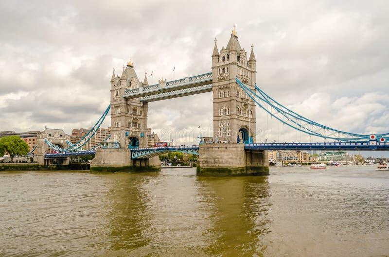 Мост башни, исторический ориентир ориентир в Лондоне стоковые изображения rf