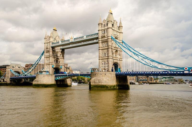Мост башни, исторический ориентир ориентир в Лондоне стоковые изображения