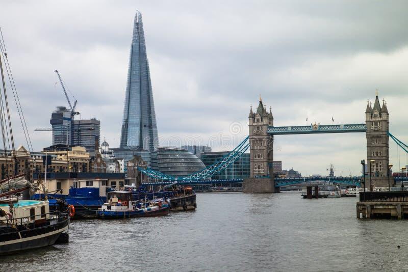 Мост башни и черепок, Лондон, Великобритания. стоковая фотография rf