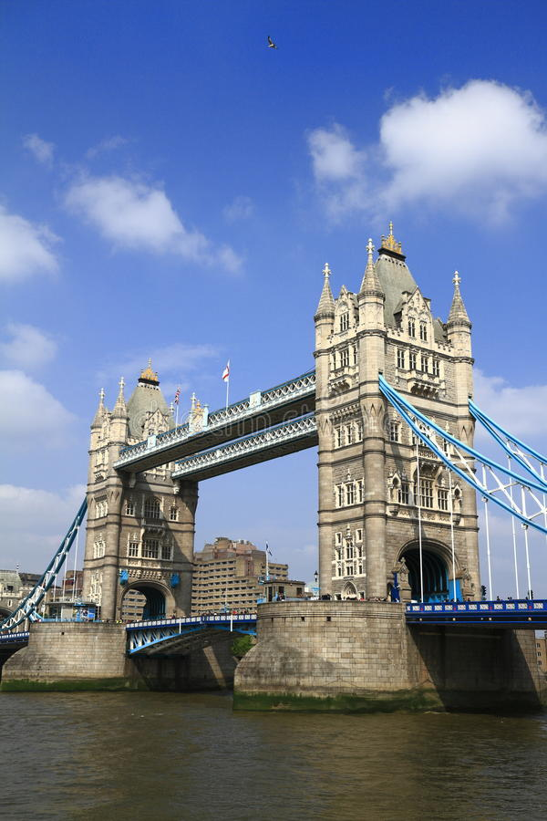 Мост башни над рекой Темзой в Лондоне стоковое фото