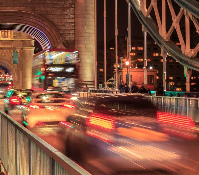 Мост башни ночи стоковая фотография rf