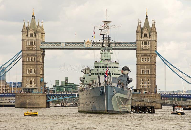 Мост башни & HMS Белфаст стоковые фото