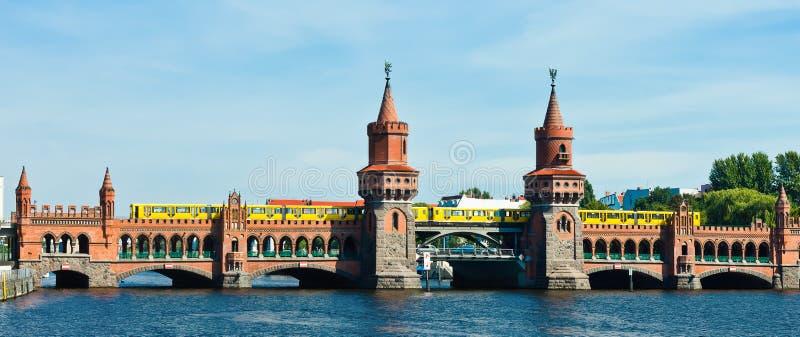 Мост Берлин Германия Oberbaumbruecke стоковое фото
