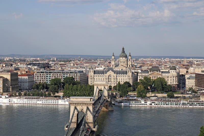 Мост Будапешта цепной и базилика St Stephen стоковое изображение rf