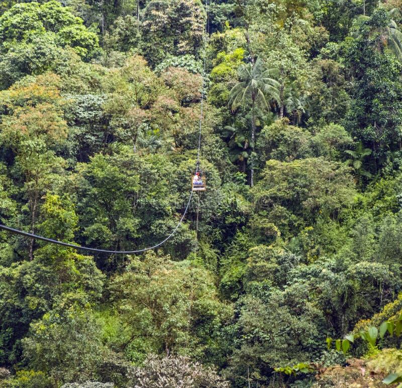 Мост веревочки на Рио Mindo, западном стоковое изображение
