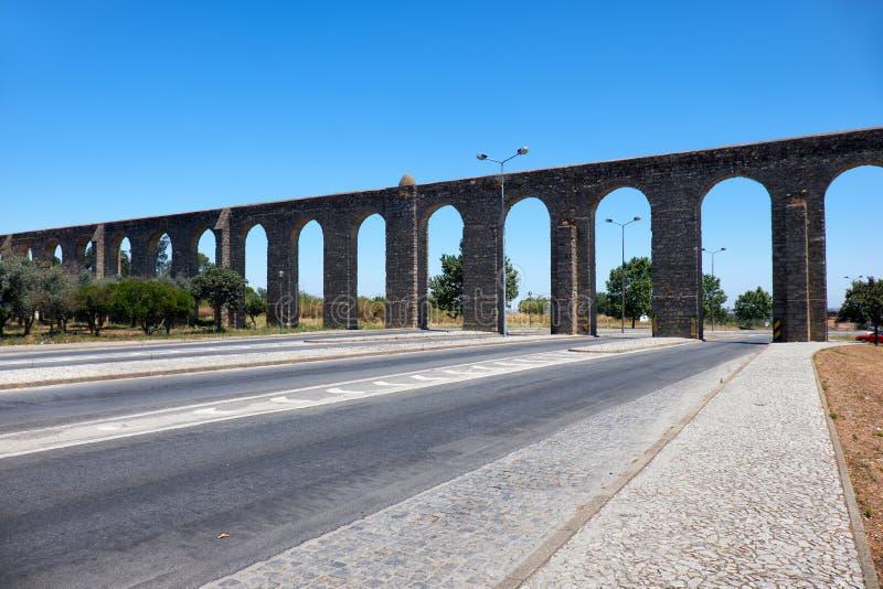 Мост-водовод серебряного мост-водовода Prata воды вне города w стоковые изображения
