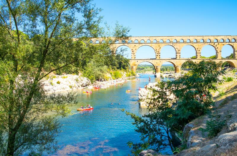 Мост-водовод Pont Du Гара римский стоковая фотография