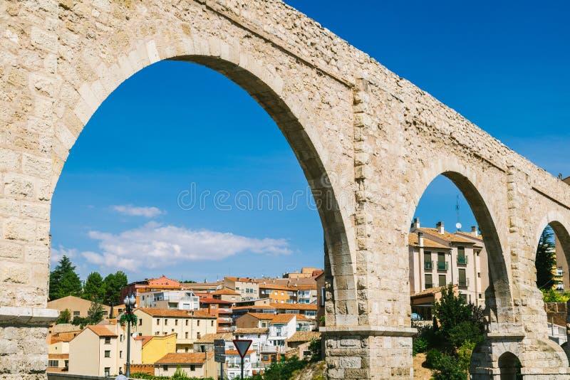 Мост-водовод Лос Arcos в городке Теруэль старом, Арагоне стоковая фотография rf