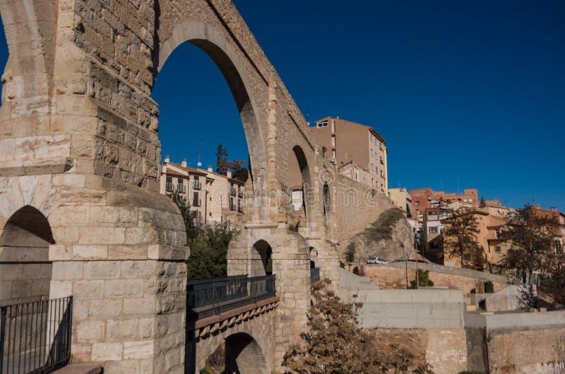 Мост-водовод Лос Arcos в старом городке Теруэль, Арагон стоковые изображения rf