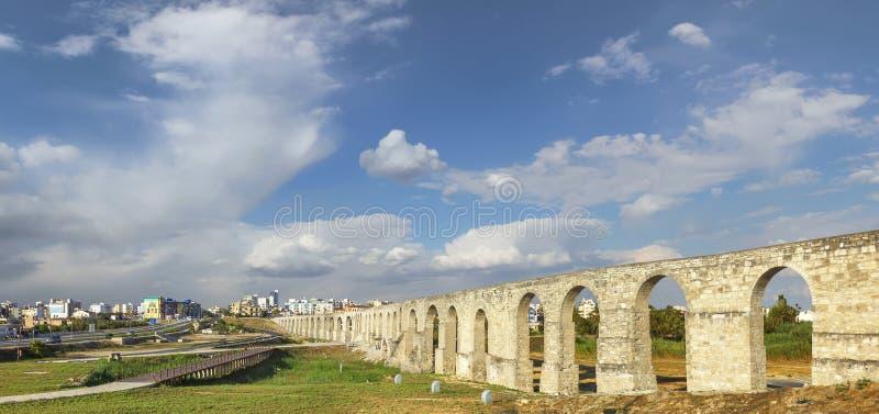 Мост-водовод Kamares Ларнака Кипр стоковые фотографии rf