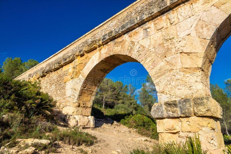 Мост-водовод Les Ferreres, также известный как Pont del Diable - Таррагона, Испания стоковое фото