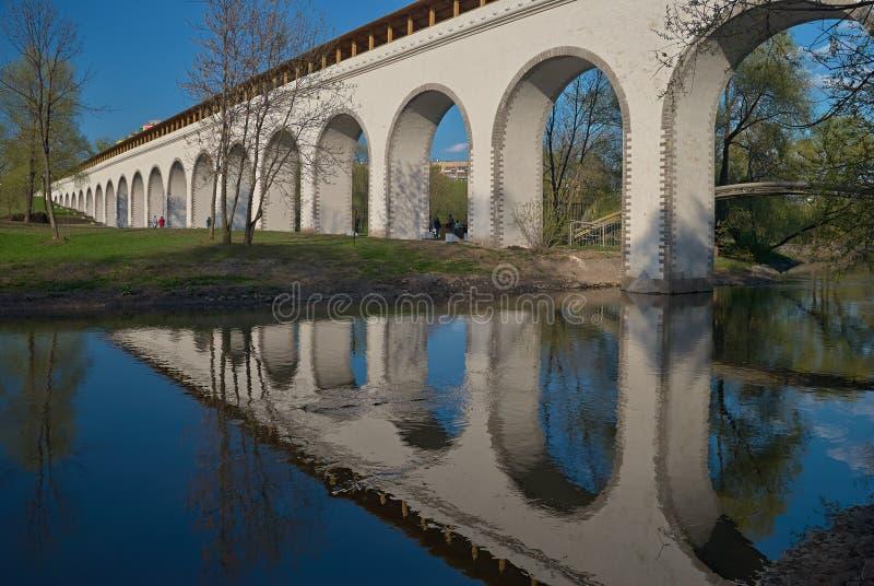 Мост-водовод Rostokinskiy стоковые фотографии rf