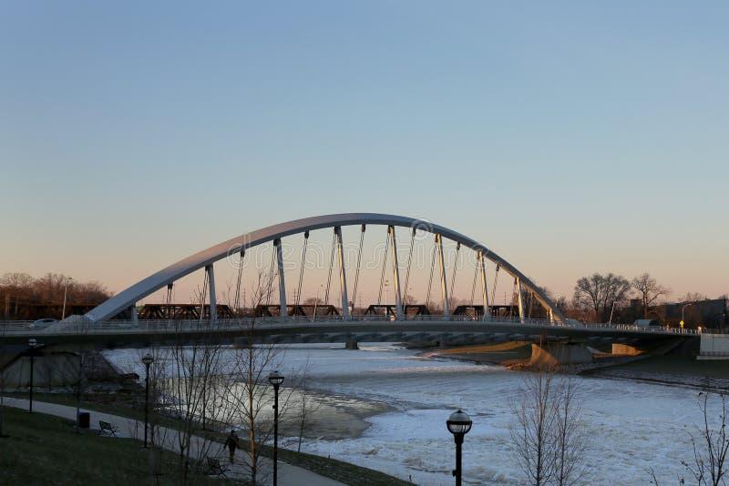 Мост в Колумбусе, Огайо улицы Towm стоковое фото