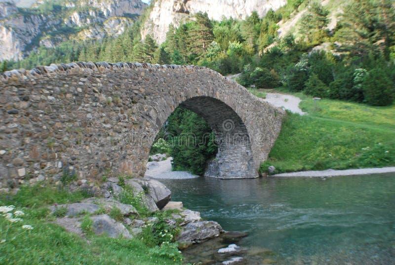 Мост в долине bujaruelo стоковые изображения rf