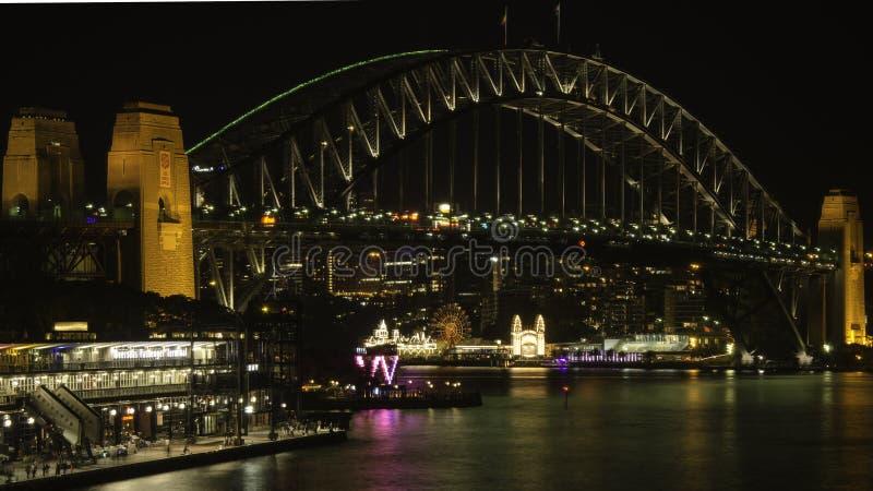 Мост гавани Сидней на ноче стоковые изображения