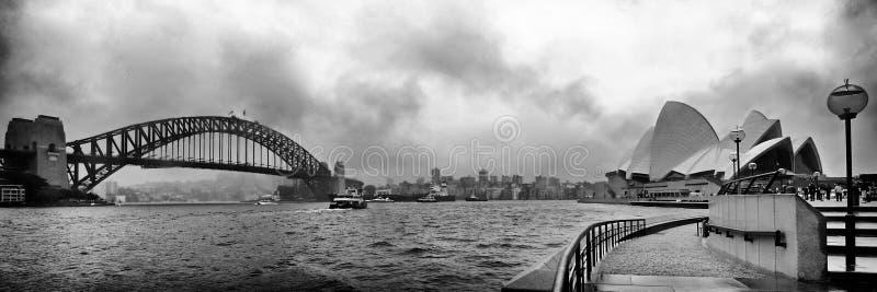 Мост гавани Сиднея и оперный театр стоковое фото