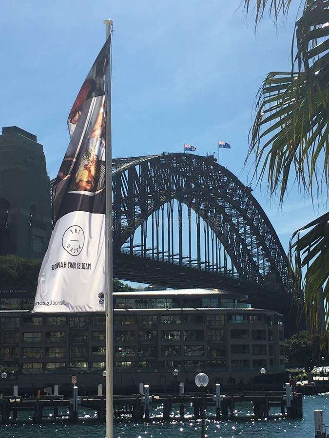 Мост гавани Сиднея от утесов стоковые изображения