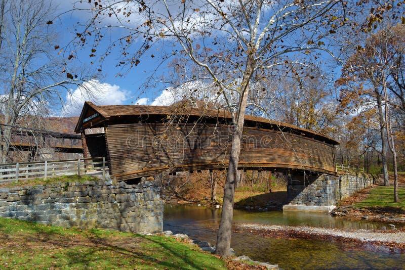 Мост горба стоковые фотографии rf