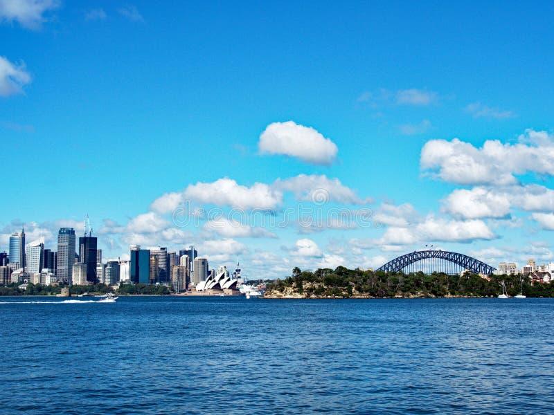Мост города CBD, оперного театра и гавани Сиднея, Австралия стоковое фото rf