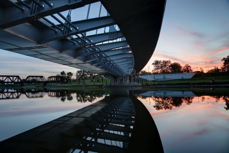Мост главной улицы на сумраке, Колумбусе, Огайо стоковое фото
