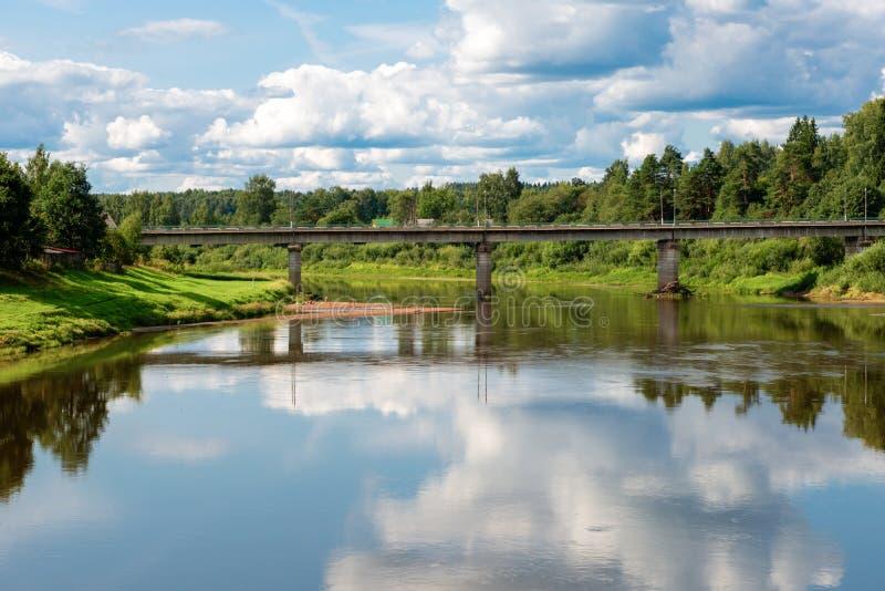 Мост дороги над рекой Msta стоковые фотографии rf