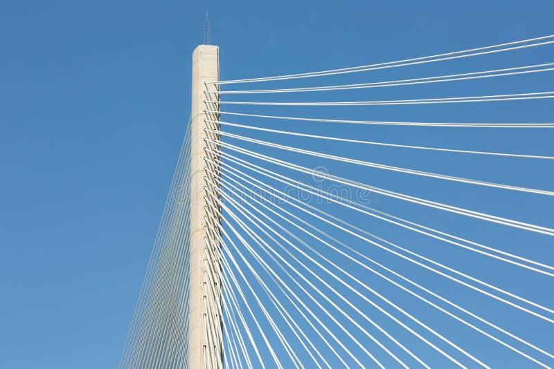 Мост дороги скрещивания Queensferry штендера и веревочек новый в Шотландии стоковое изображение rf