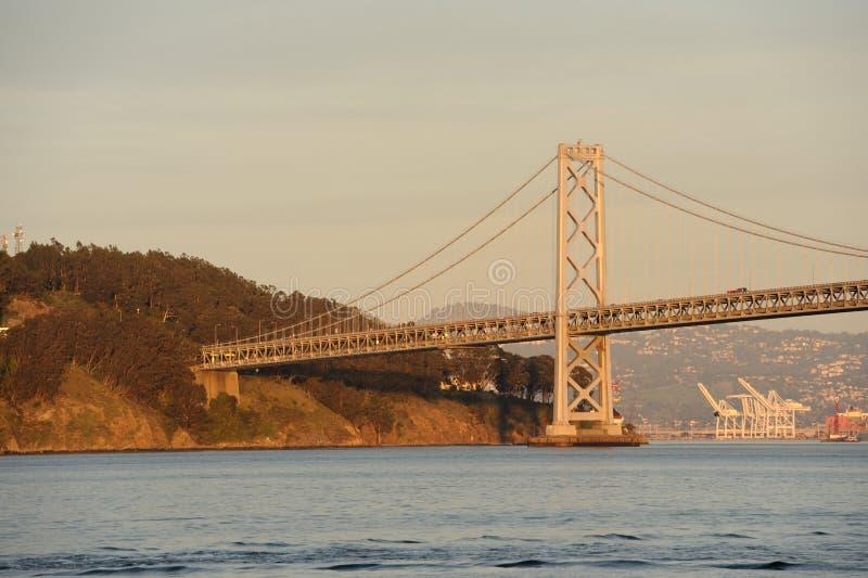 Download мост залива стоковое изображение. изображение насчитывающей сумрак - 18394315