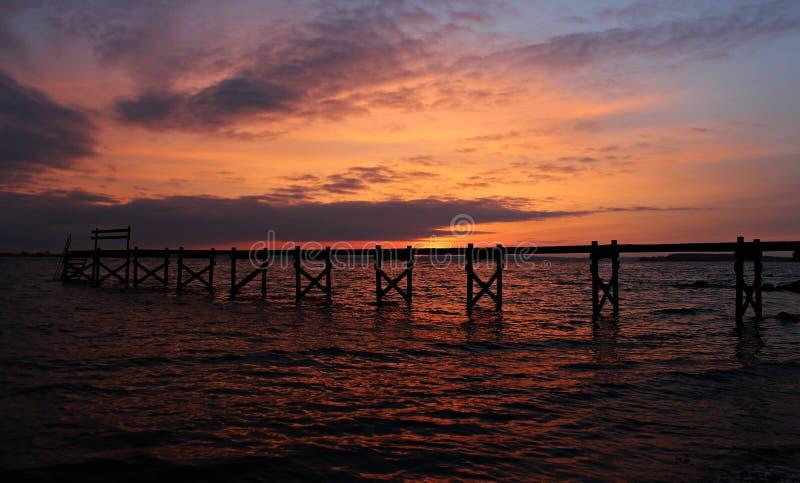 Мост захода солнца стоковые изображения rf