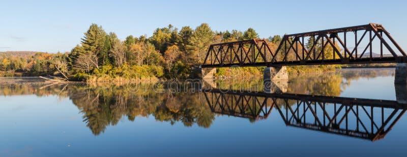 Мост зеркала стоковое фото rf