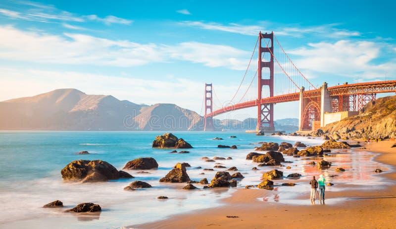Мост золотых ворот на заходе солнца, Сан-Франциско, Калифорния, США стоковые фото