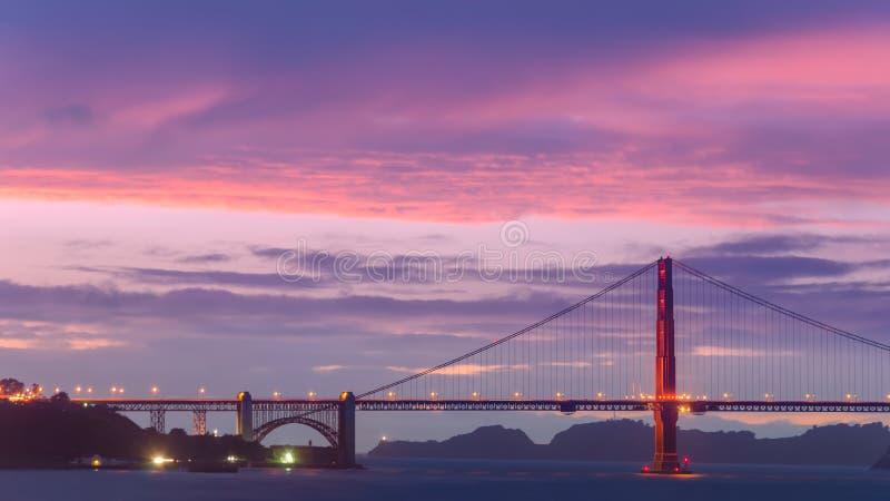 Мост золотого строба, бортовой взгляд стоковое изображение