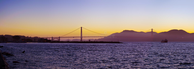 Мост золотого строба silhouetted на заходе солнца стоковая фотография rf