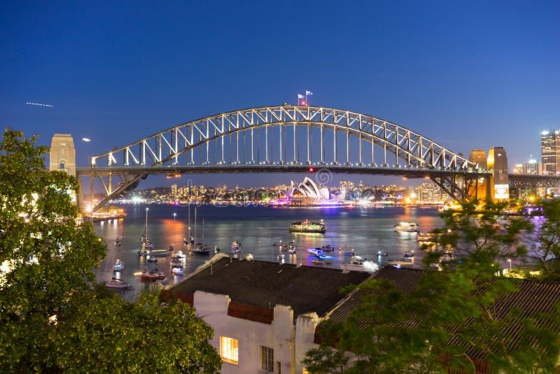Мост и оперный театр гавани Сиднея стоковые изображения rf