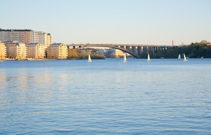 Мост и парусники Traneberg стоковые фотографии rf