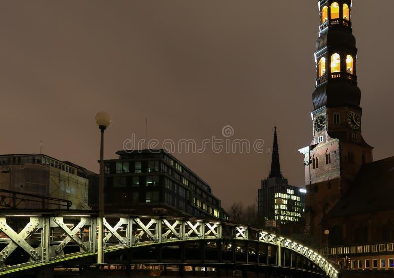 Мост и церковь стоковое фото