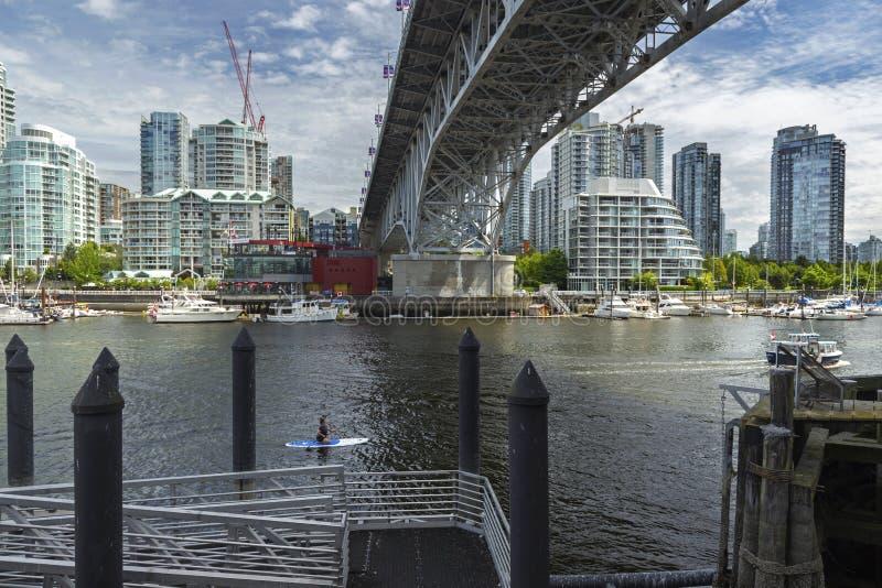 Мост и Yaletown улицы Granville в Ванкувере ДО РОЖДЕСТВА ХРИСТОВА стоковое изображение rf