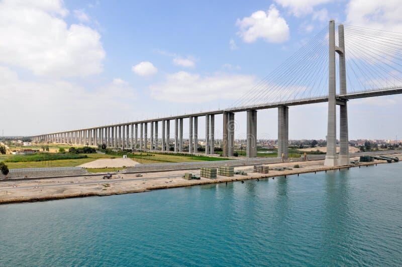 Мост канала Суэца, мост дороги пересекая канал Суэца стоковая фотография rf