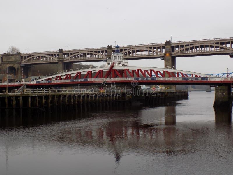 Мост качания над River Tyne стоковое фото