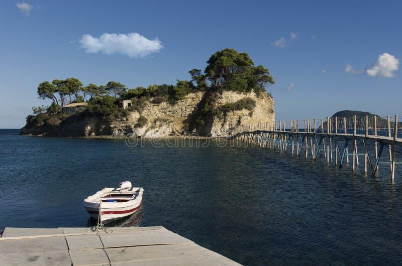 Мост к острову камеи на Закинфе Греции стоковая фотография rf