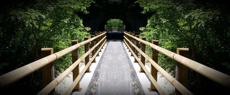 Мост к тоннелю стоковая фотография