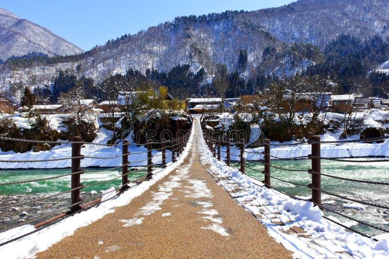 Мост к Shirakawago стоковые фотографии rf