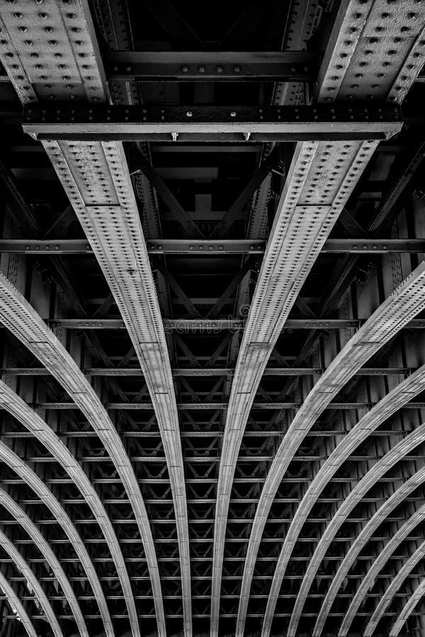 Мост Лондон Blackfriers сторона нижней стороны моста над Темзой стоковые фотографии rf